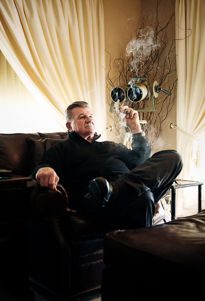 celebrity photograph of mike ditka