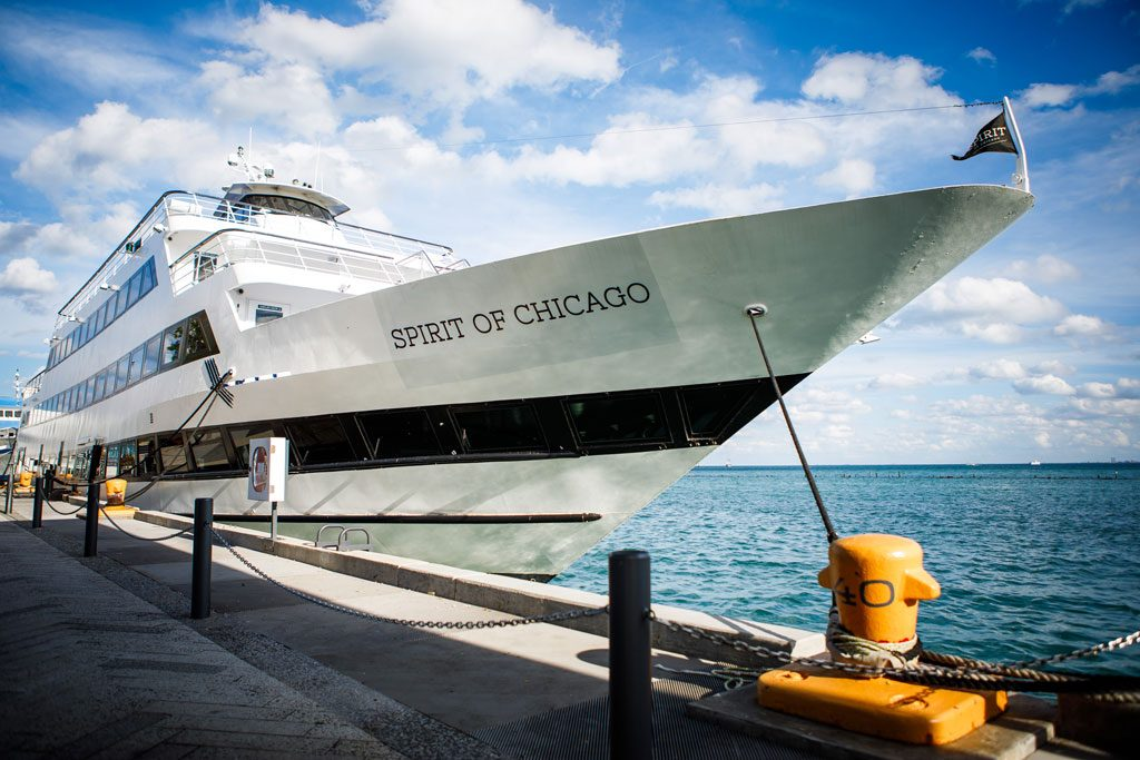 destination management photo of spirit of chicago boat at navy pier
