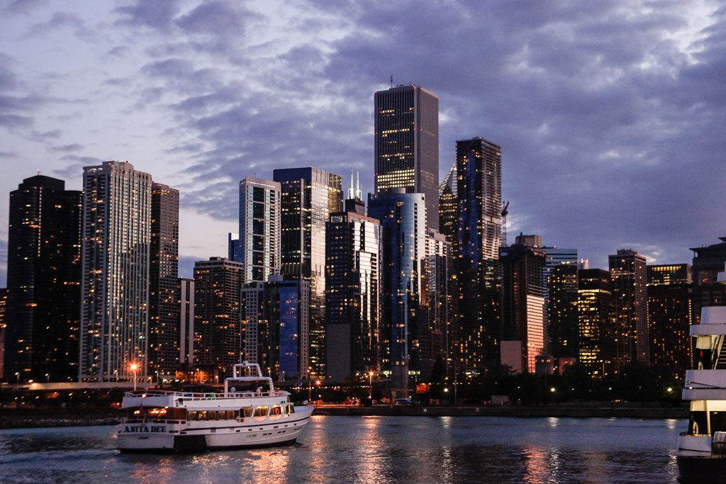 destination management photography of chicago skyline