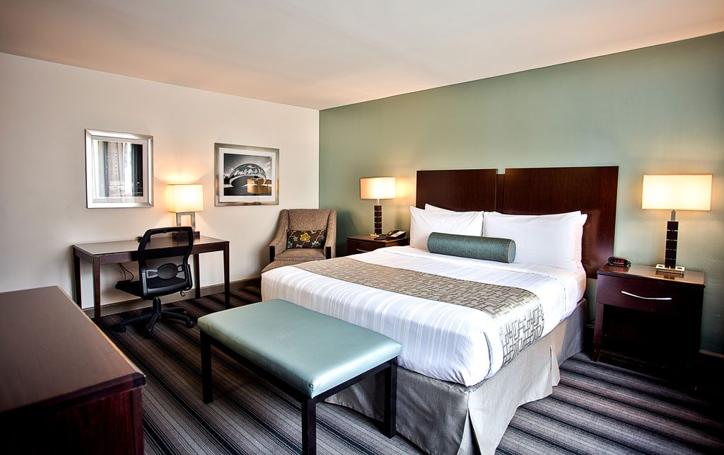 professional chicago hotel photography of guest room